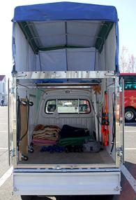 赤帽ブルーノート運送のトラック荷台写真